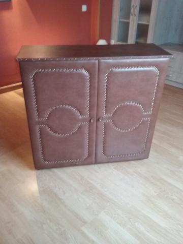 Cama turka en forma de mueble taquillon, forrado de escay