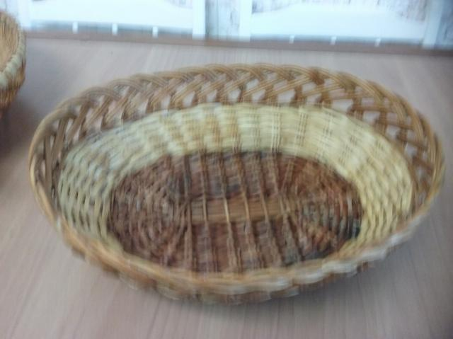Cesta de mimbre ovalada, color natural claro de 39 cms. de