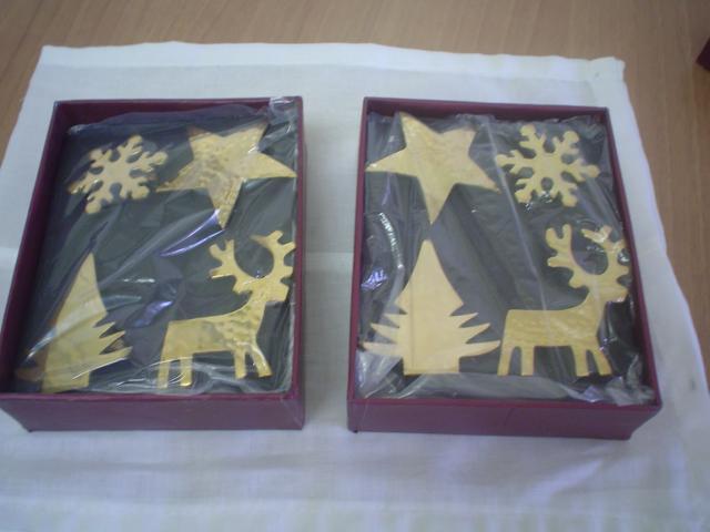 Sevilleteros de metal dorado con motivos de fiesta 4