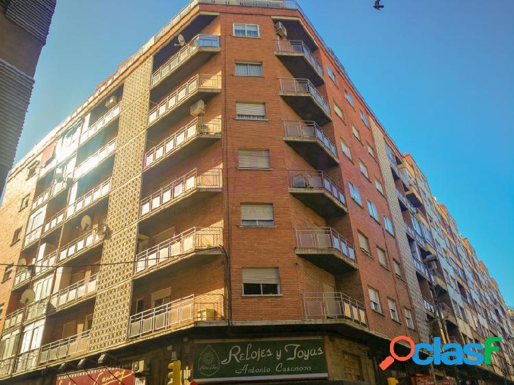 Piso en venta en Calle Santa Teresita esquina con Avenida de