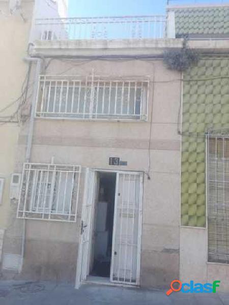 Se vende preciosa casa en almeria plaza pavia para entrar a