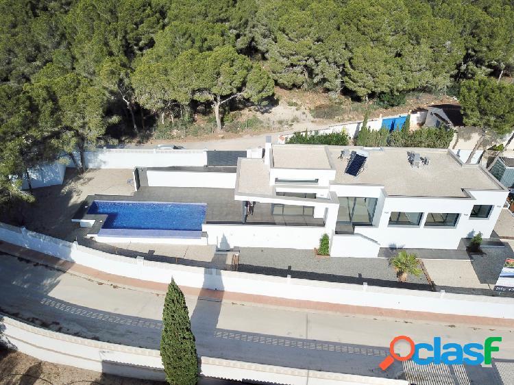 Una elegante villa de diseño m