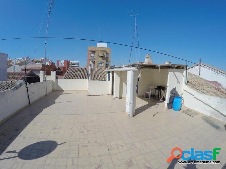 Venta de casa independiente con terraza de 68 m2, localizada