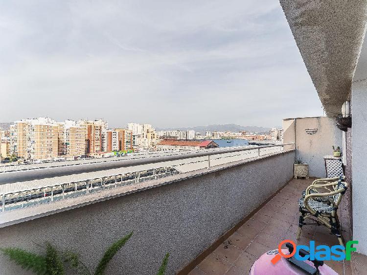 Ático en venta de 100 m2, en Calle Edward Elgar, Málaga.