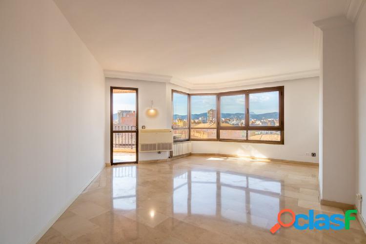 Amplio y luminoso piso en el centro de Palma con DOS PLAZAS