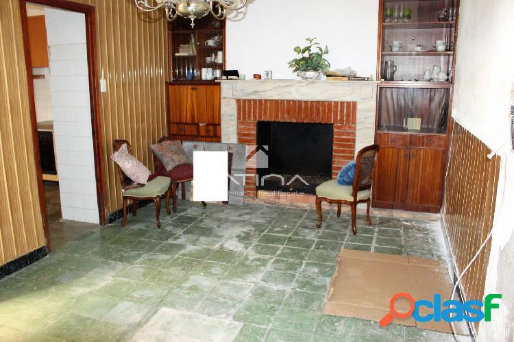 Casa para reformar situada en el pueblo de Daimús,