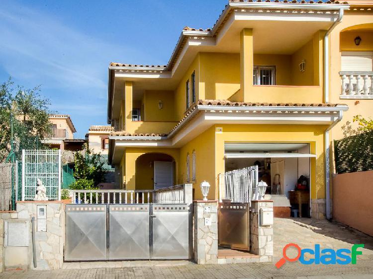 Chalet en venta de 180 m2 en Calle Ametller, Calonge