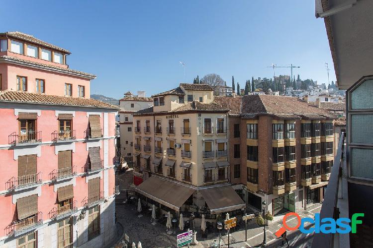 Exclusivo piso en el corazón de Granada, Plaza Isabel la