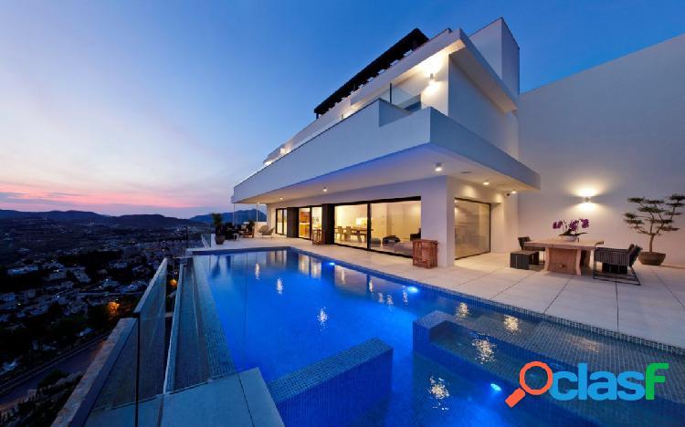 Moderna Villa de Lujo de 3 Dormitorios con Vistas al Mar en