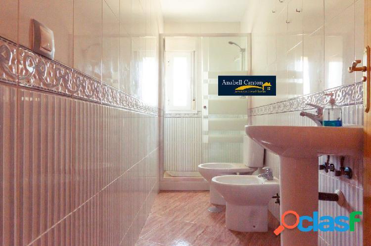 Piso de 3 dormitorios con 2 baños seminuevo