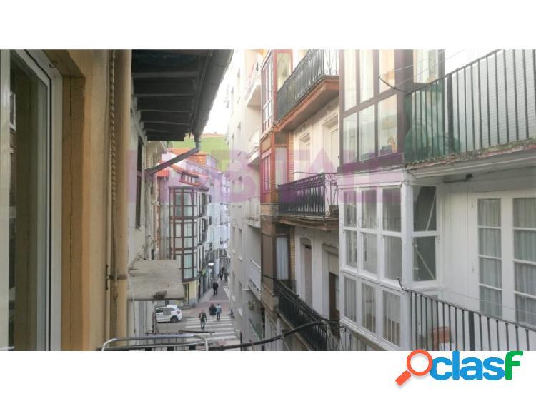 Piso reformado de 83 m² en Castro Urdiales, ciudad y