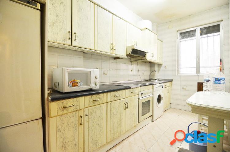 Urbis te ofrece un piso en venta en la zona de Santo Tomás.