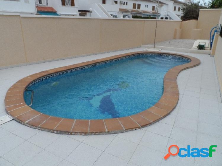Bonito chalet independiente con piscina privada en La