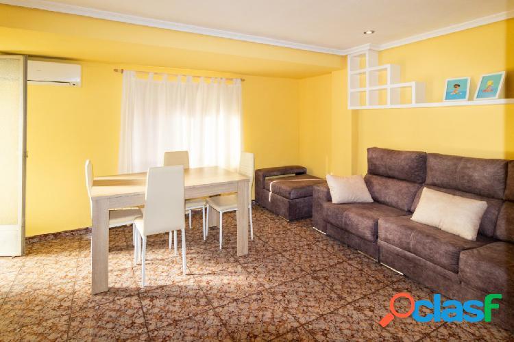¡Piso de 4 habitaciones y 106 m2 en alquiler en la zona de