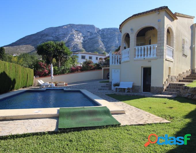Se vende chalet independiente con piscina privada con 2