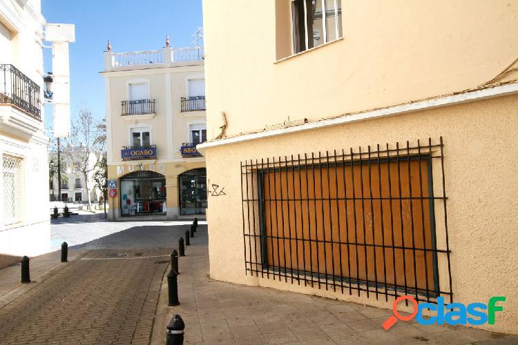 Vivienda con local comercial en Plaza de España