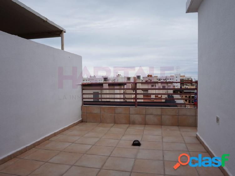 Ático con tres dormitorios en centro de Puerto de Sagunto