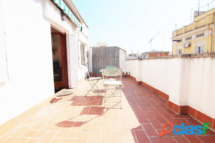 Ático junto Paseo Sant Joan, 3 hab y amplia terraza soleada