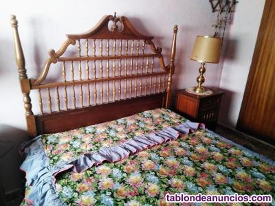 Cama, escritorio y mesitas antiguas, estilo espi