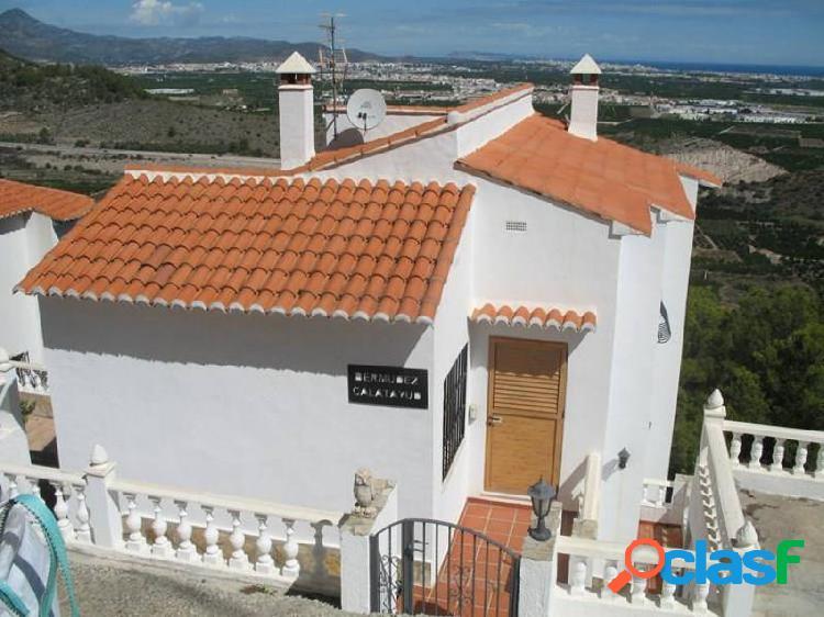 Casa vistas al mar. 1ª planta con vivienda 2 hab. un baño.