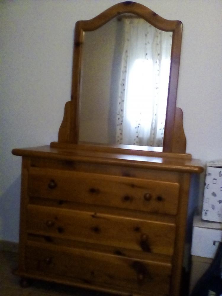 Cómoda estilo provenzal con espejo