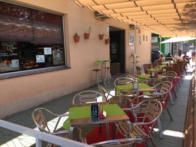 SE TRASPASA EXCELENTE CAFETERIA HELADERIA EN ALBERIC