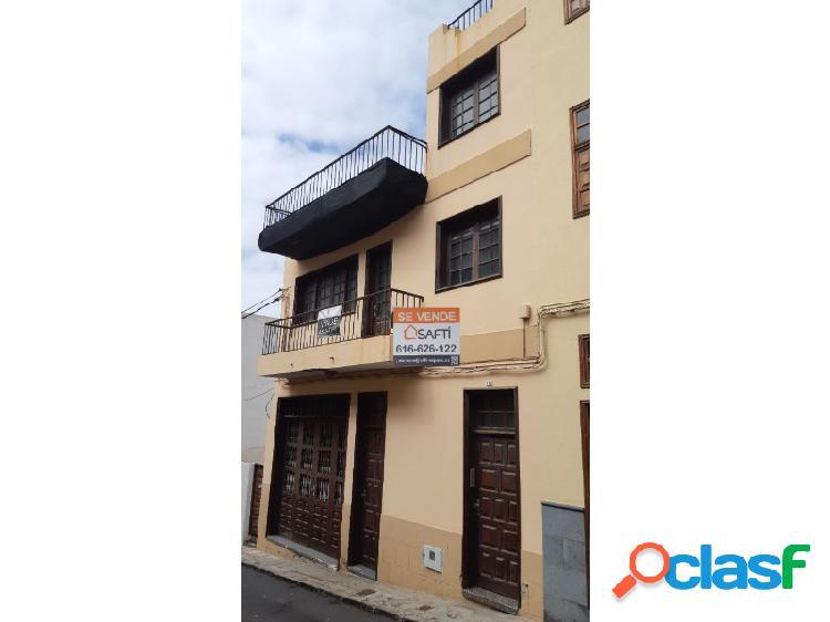 Casa Familiar en el Casco de Garachico con Amplio Garaje.