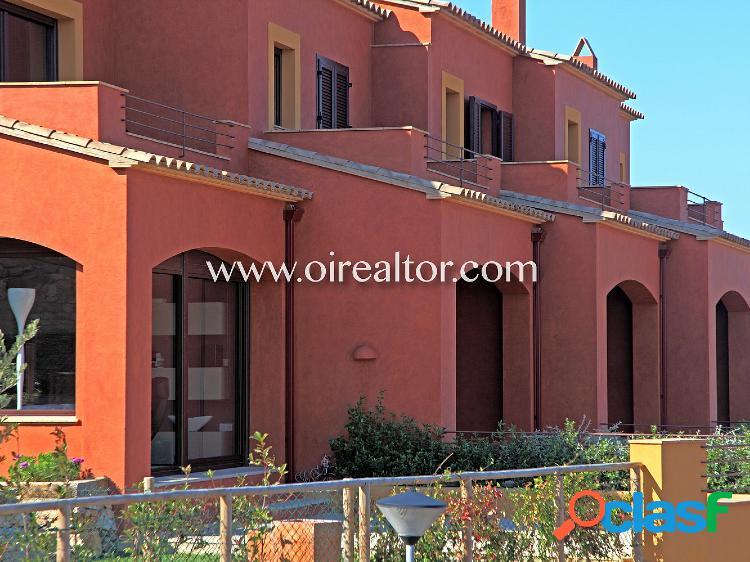 Casa adosada con preciosas vistas en el centro de Begur