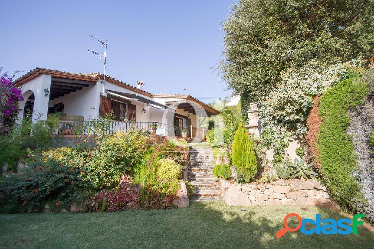 Encantadora casa en venta con bonitas vistas en Calonge,
