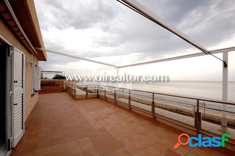 Espectacular ático en venta en primera línea de mar en