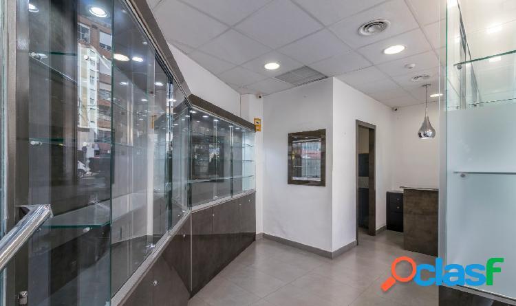 Local de 30 m2 en zona comercial de Ronda de Garay.
