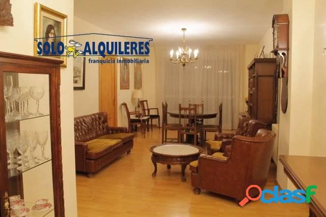 Piso de 4 dormitorios en Plaza de Toros.