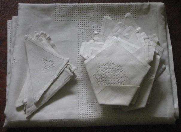 Mantel de hilo autentico de lagartera en blanco