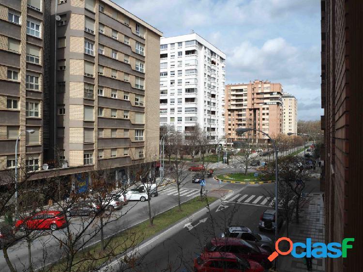AMPLIO PISO DE 4 DORM. CON TERRAZAS, GARAJE Y CALEFACCION