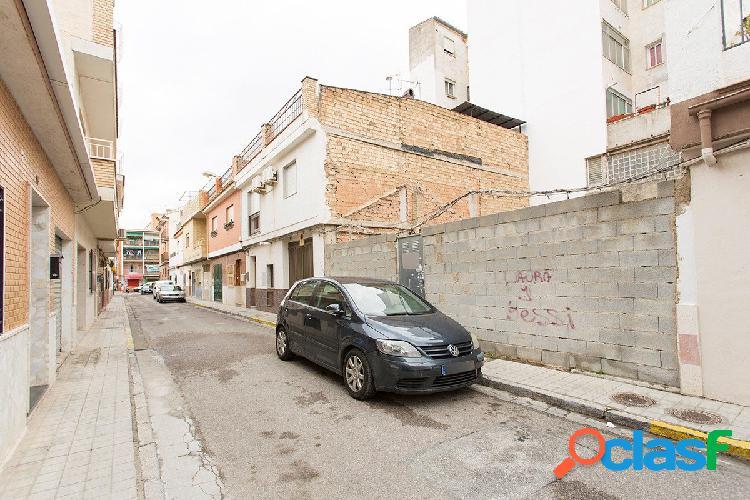 Magnifico solar de 91 m2 en Granada Capital, junto Avd. de