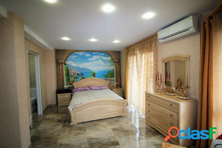 Maravilloso piso de tres dormitorios en la zona de