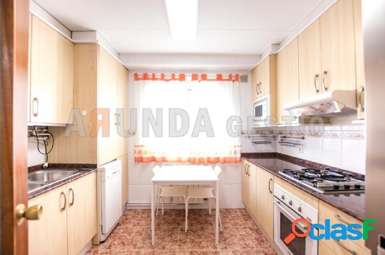 Piso de 4 habitaciones en venta en Reus
