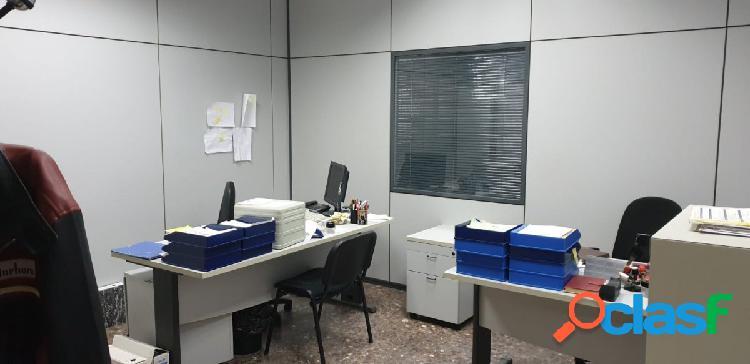Se alquila bajo comercial para oficinas