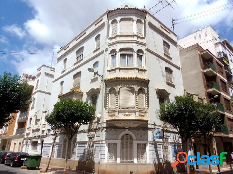 Se vende piso señorial en zona centro de Castellón.