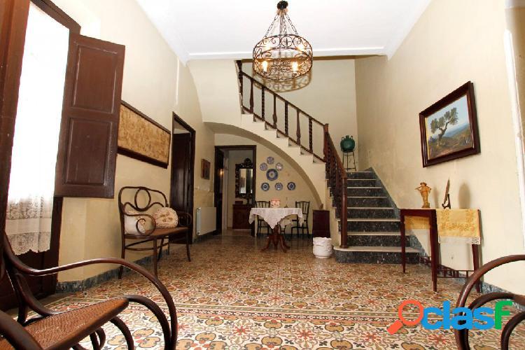 Casa señorial en el centro de Puebla de la Calzada