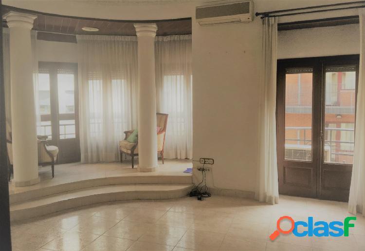 Fantástico piso en finca señorial - Valencia Centro