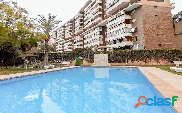 Piso de 4 dormitorios en Alicante con gran terraza y