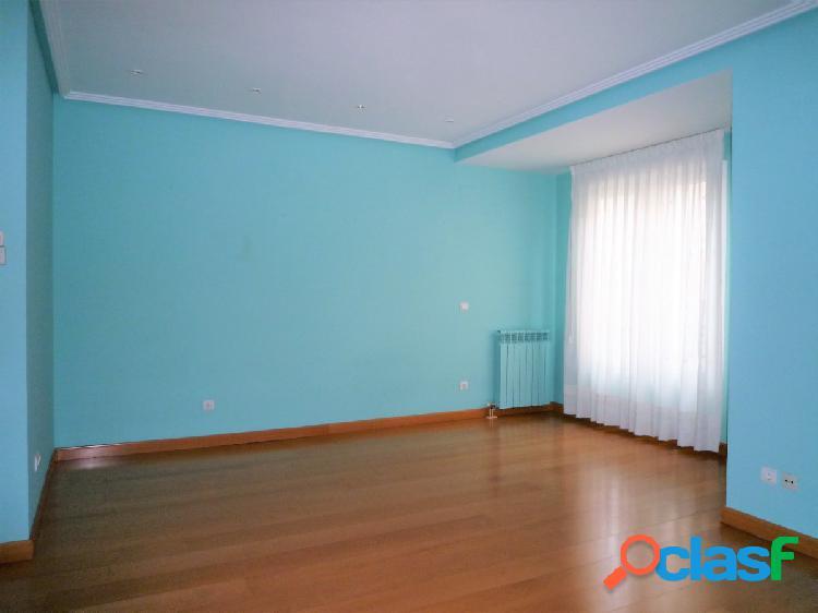 Se Alquila espacioso y reformado piso de 3 Dormitorios en