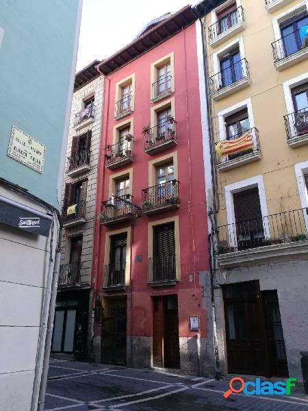 Se vende bonito piso en Casco Viejo
