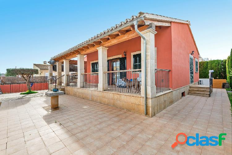 Venta chalet independiente en Marratxí con terraza.