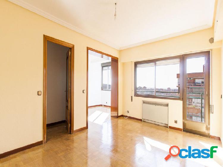 Piso en venta de 112 m² en Calle Ribadavia, 28029 Madrid