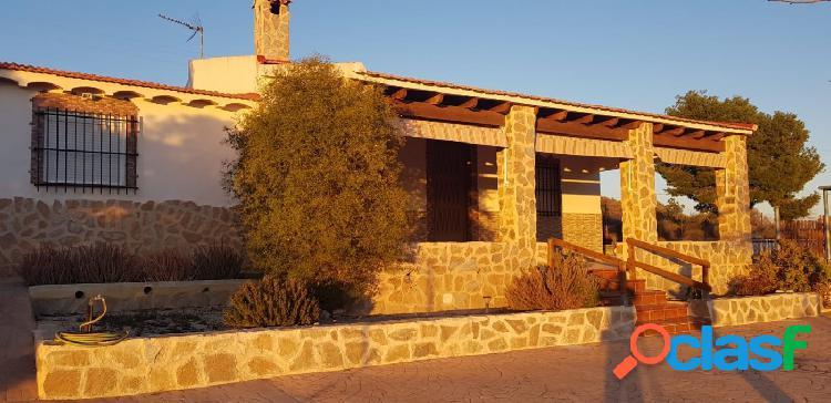 Chalet en venta en zona El Moralet Alicante, 2.200m2 de