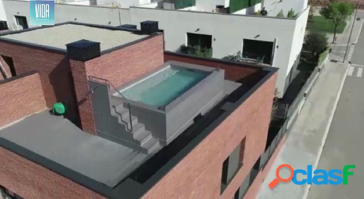 Espectacular casa de obra nueva con piscina y ascensor