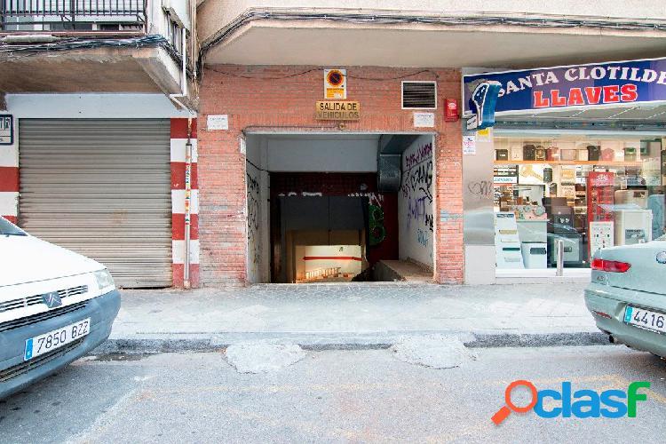 Estupenda plaza de garaje con trastero en calle