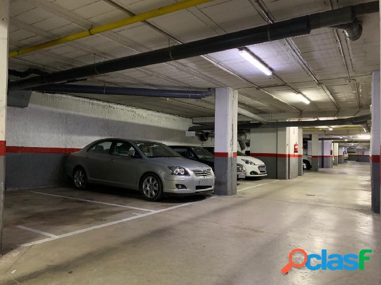 Garaje para coche y moto Hospital y Rambla Raval